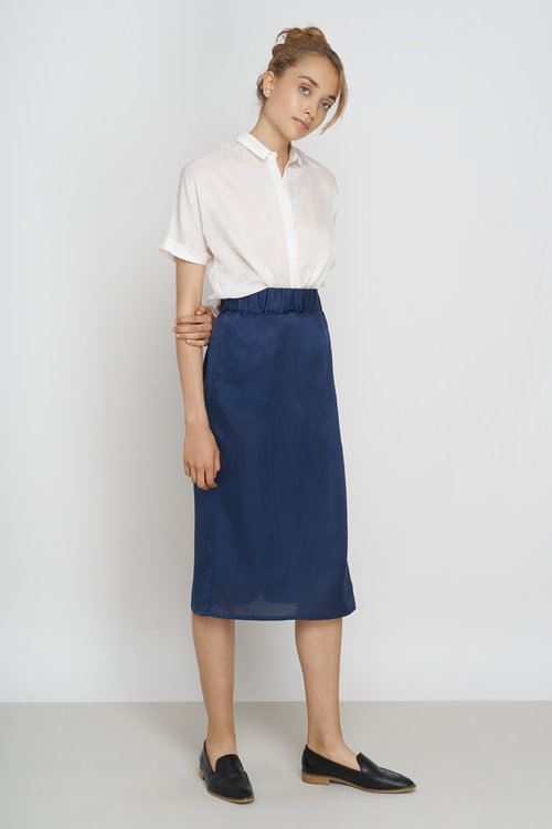 JF_SS18_Lookbook_Tona_Blouse_white_Yael_Skirt_night-blue_1.jpg