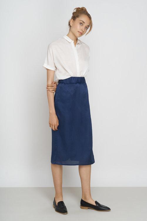 JF_SS18_Lookbook_Tona_Blouse_white_Yael_Skirt_night-blue_1.jpg